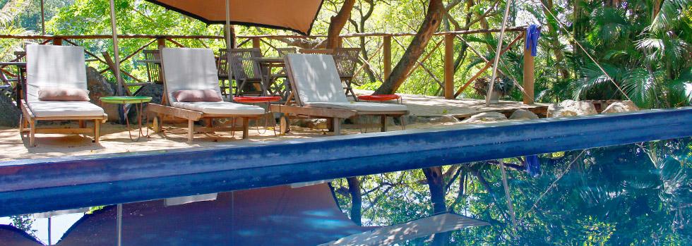 La piscine du Otentic Eco Tent Experience sur Grande Rivière Sud Est