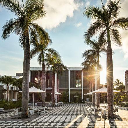Exposition de Jordi Thaïs VAST au Long Beach